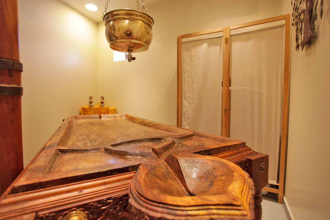 Sala 1 Droni (mesa de masaje india) y ducha